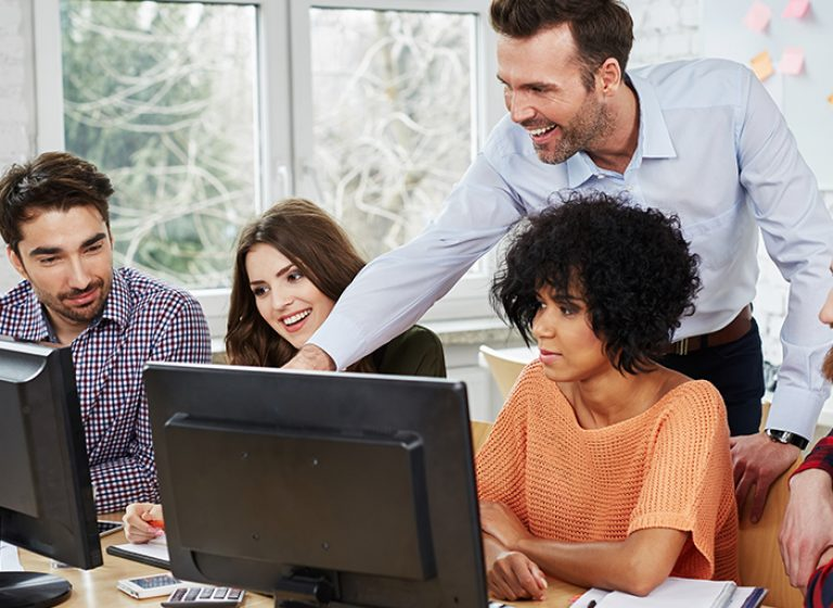 Blog about 5 most effective ways to deliver corporate training videos to employees